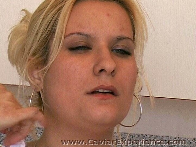 mature scat blonde