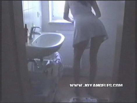 girls on toilet pissing