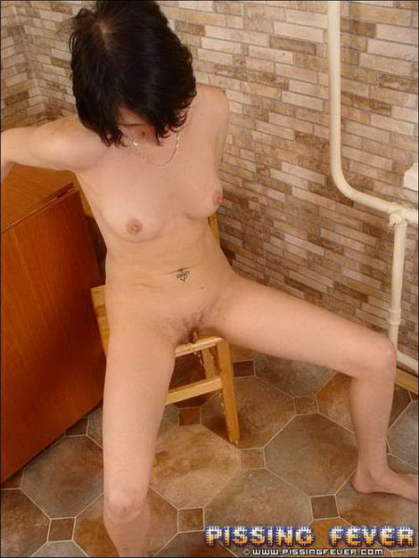 japanese lady pissing