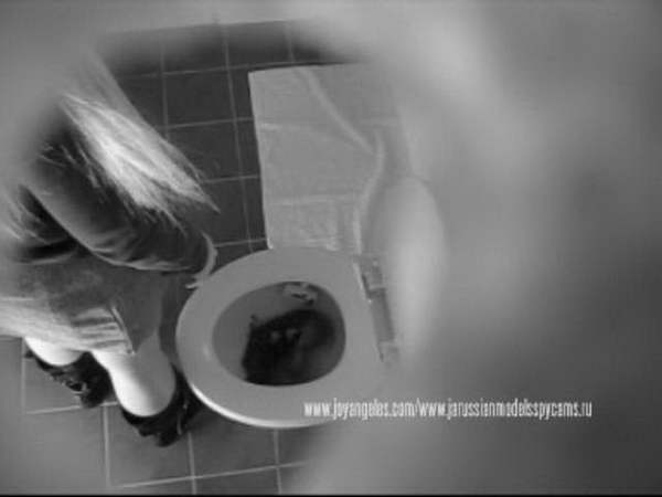 toilet fetish girl