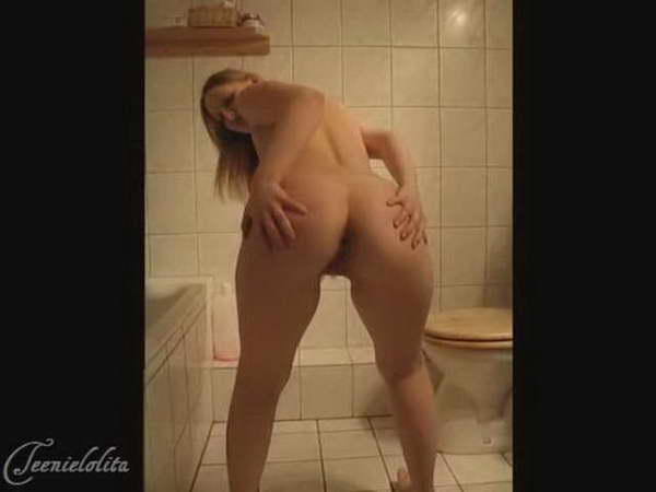 Female ass shitting
