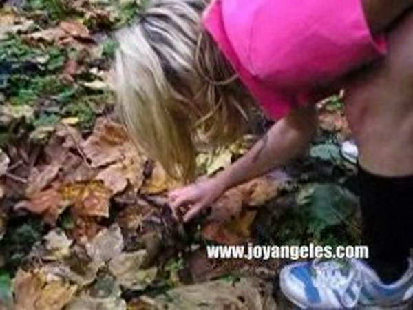girl shitting outdoor