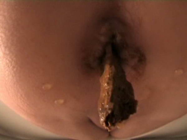 hot girl poop on toilet