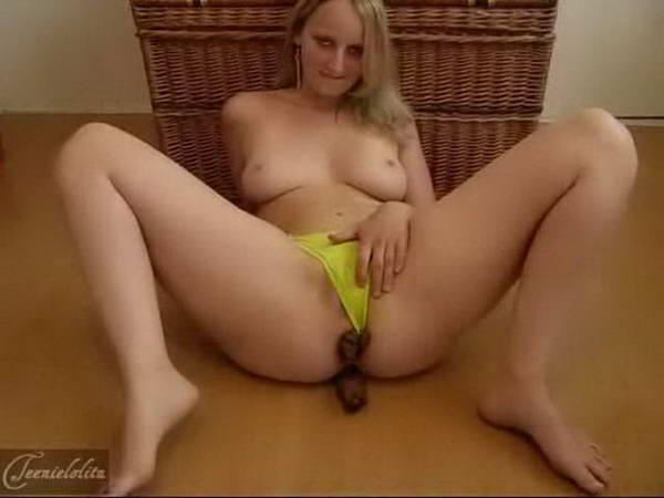 girl shitting