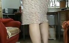 Longs legged scat lady in slutty red shoes