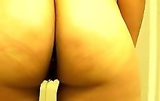 Shittign pissing amateur woman